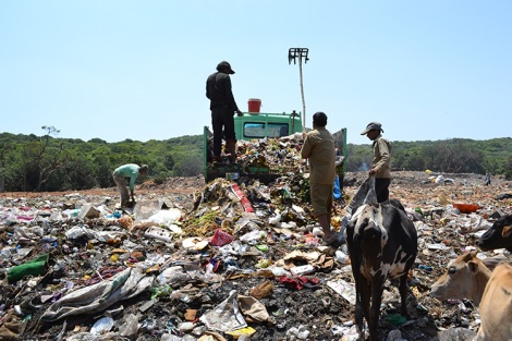 Unloading of waste into unapproved dumpsite