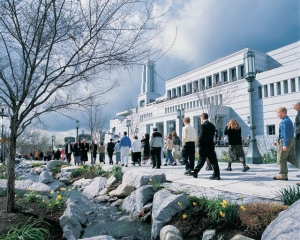 A view of Mormons heading to conference (Photo by the More Good Foundation, http://bit.ly/1mJJpe2)