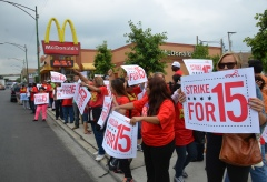 McDonalds workers in Chicago on the first day of nationwide fast food strikes. Photo by Steve Rhodes, Flickr/Creative Commons.