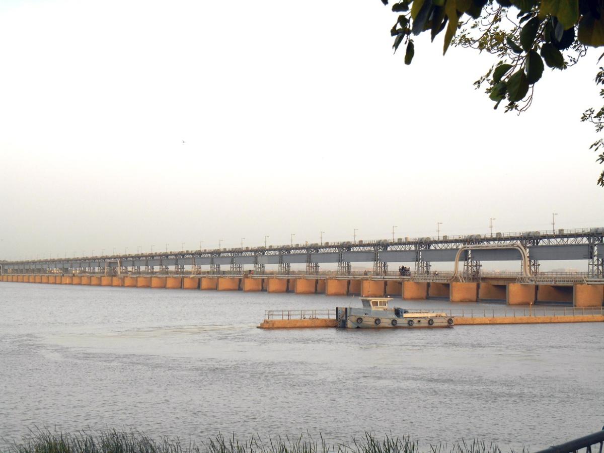 Kotri Barrage, Indus River, near Hyderabad, Pakistan.