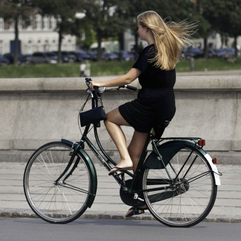 This photo represents the Cycle-chic movement.